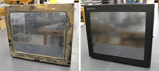 """Nos enviaron un monitor de montaje universal de 19"""" con ingredientes alimentarios adheridos a la carcasa para que reparáramos un cristal roto. Sustituimos el sensor táctil y devolvimos el monitor a un estado «como nuevo» para que proporcione muchos más años de servicio."""