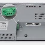 """Monitores industriales de montaje en bastidor y pantallas táctiles resistentes según IP20 de 15"""", vista de salida para cables de CC"""