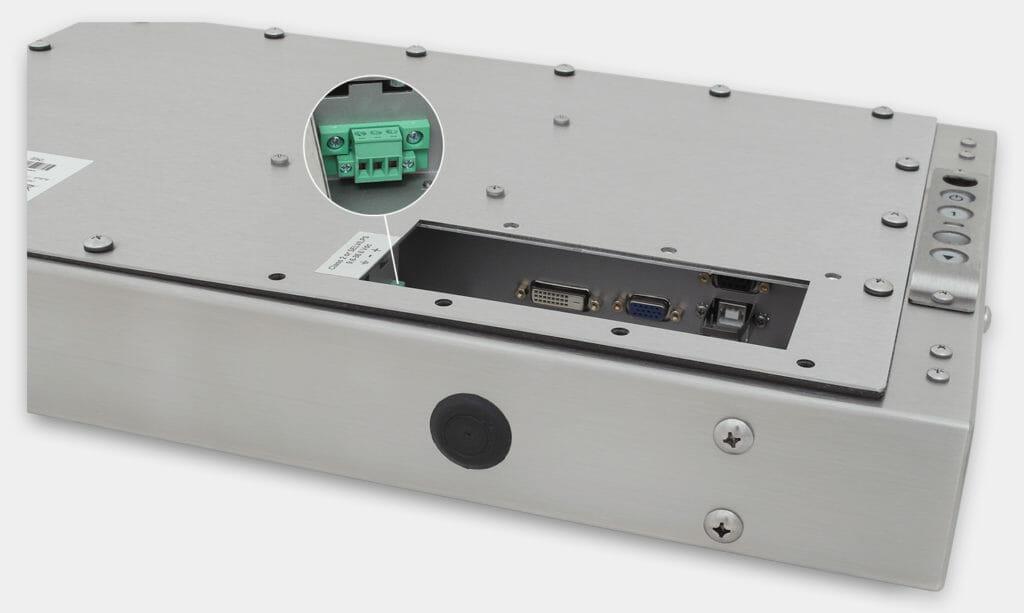 """Monitores industriales de montaje universal con pantalla panorámica y pantallas táctiles resistentes según IP65/IP66 de 19,5"""", vista de salida para cables de CC"""