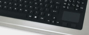 Opción de teclado de recorrido completo con almohadilla táctil, con clasificación IP65/IP66